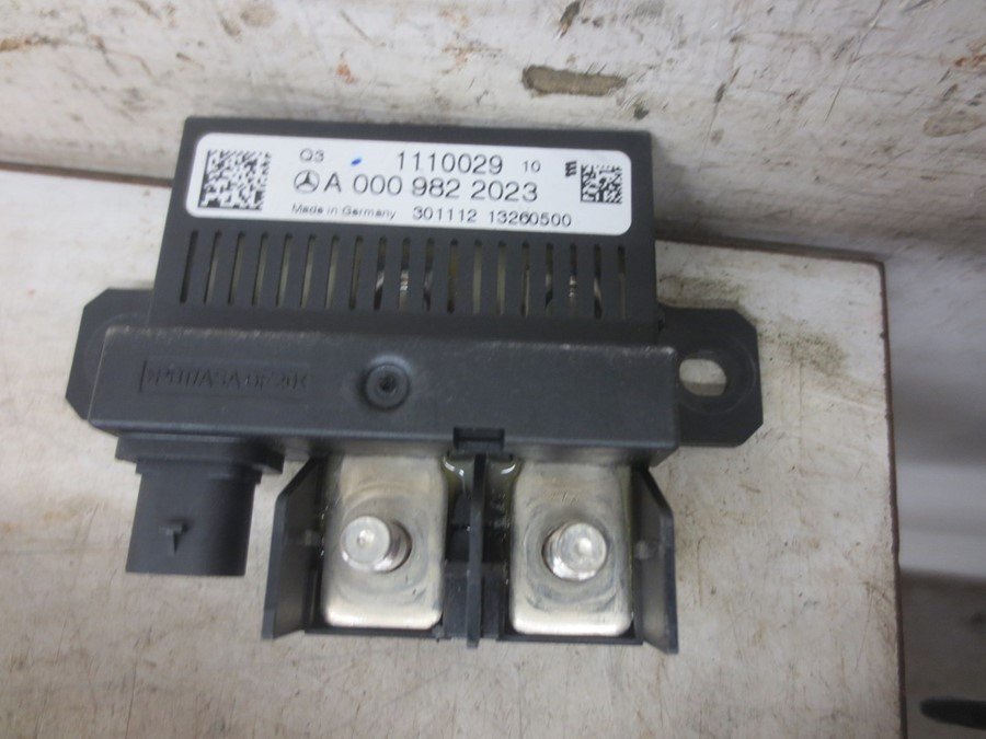fuse box electricity central (a 000 982 2023) mercedes e class 2013 Bentley Fuse Box