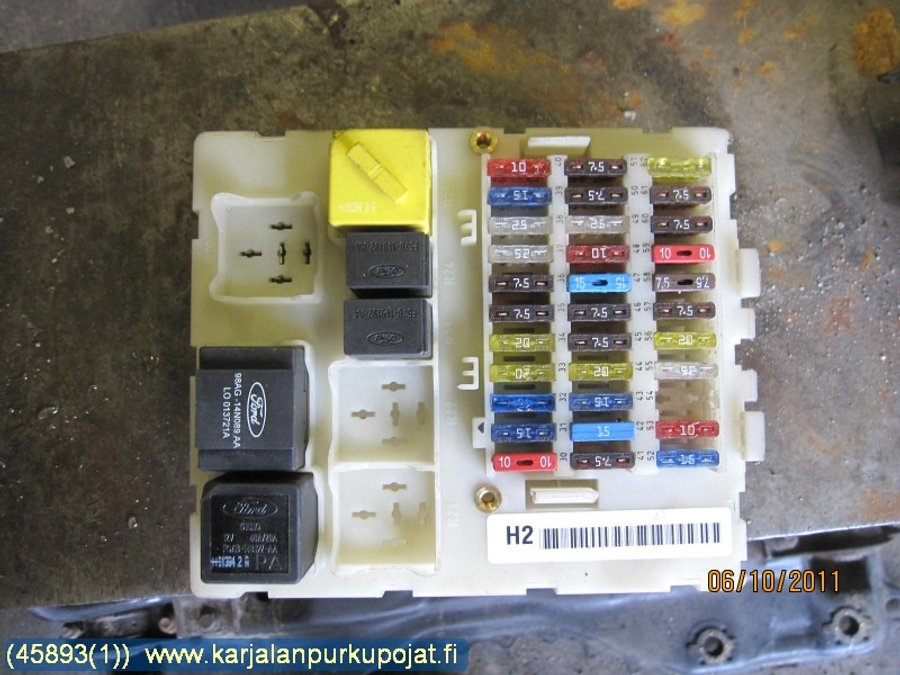Fuse box / Electricity central, Ford Focus -2001 Where Is The Fuse Box On Ford Focus on