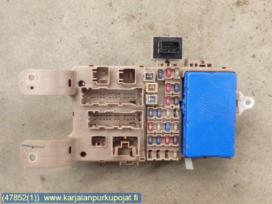 fuse box / electricity central (82641-02040 -rele) - toyota corolla -2003