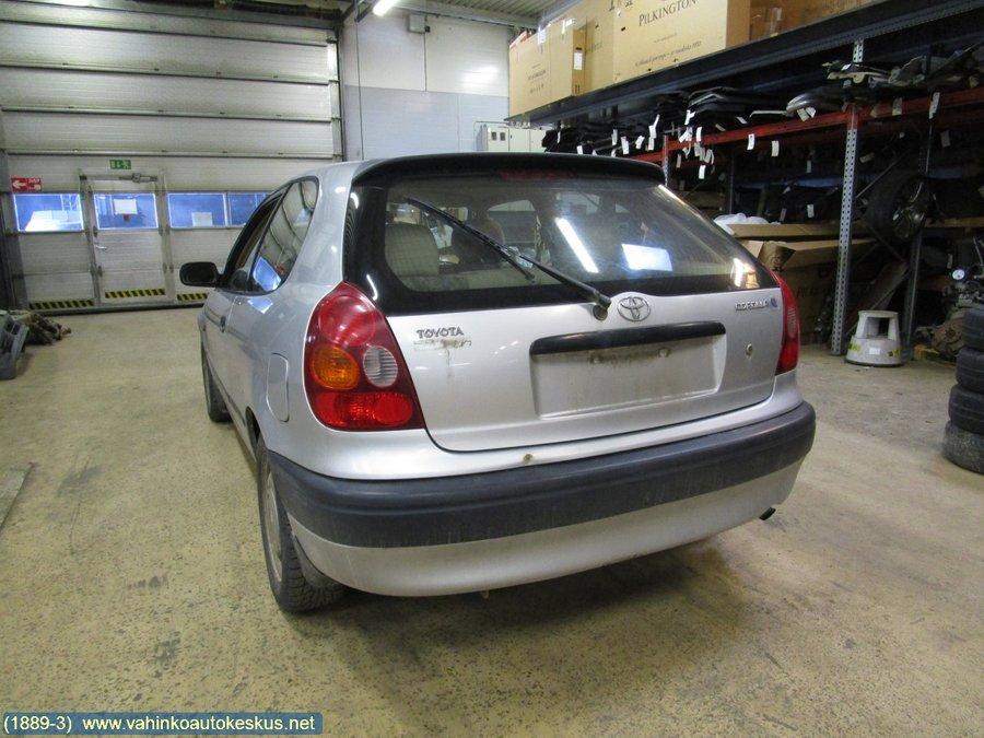 Demonterad Toyota Corolla -1998 hos Lounais-Suomen