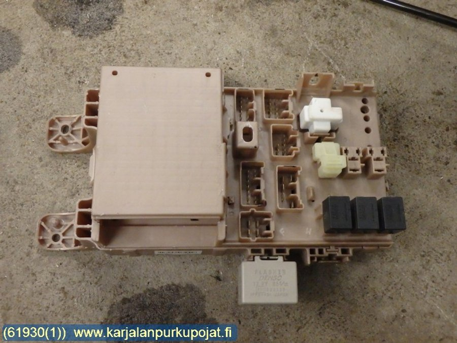 fuse box / electricity central (82641-13040 -rele) - toyota corolla verso  -2002