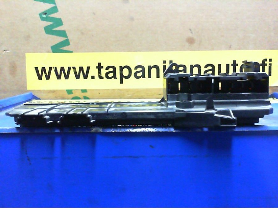 Fuse box / Electricity central (61146957330-01) - BMW 5-Series -2005